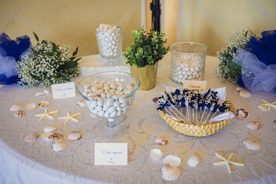 tavolo confetti matrimonio estivo