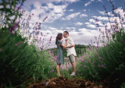 foto coppia lavanda slovenia prematrimoniali