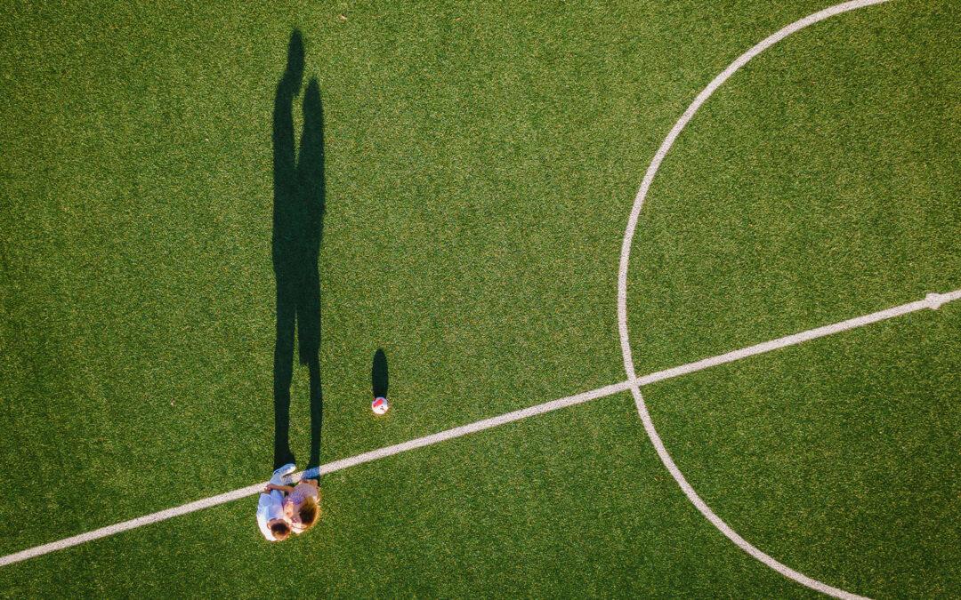 F+M – Servizio di coppia in campo di calcio